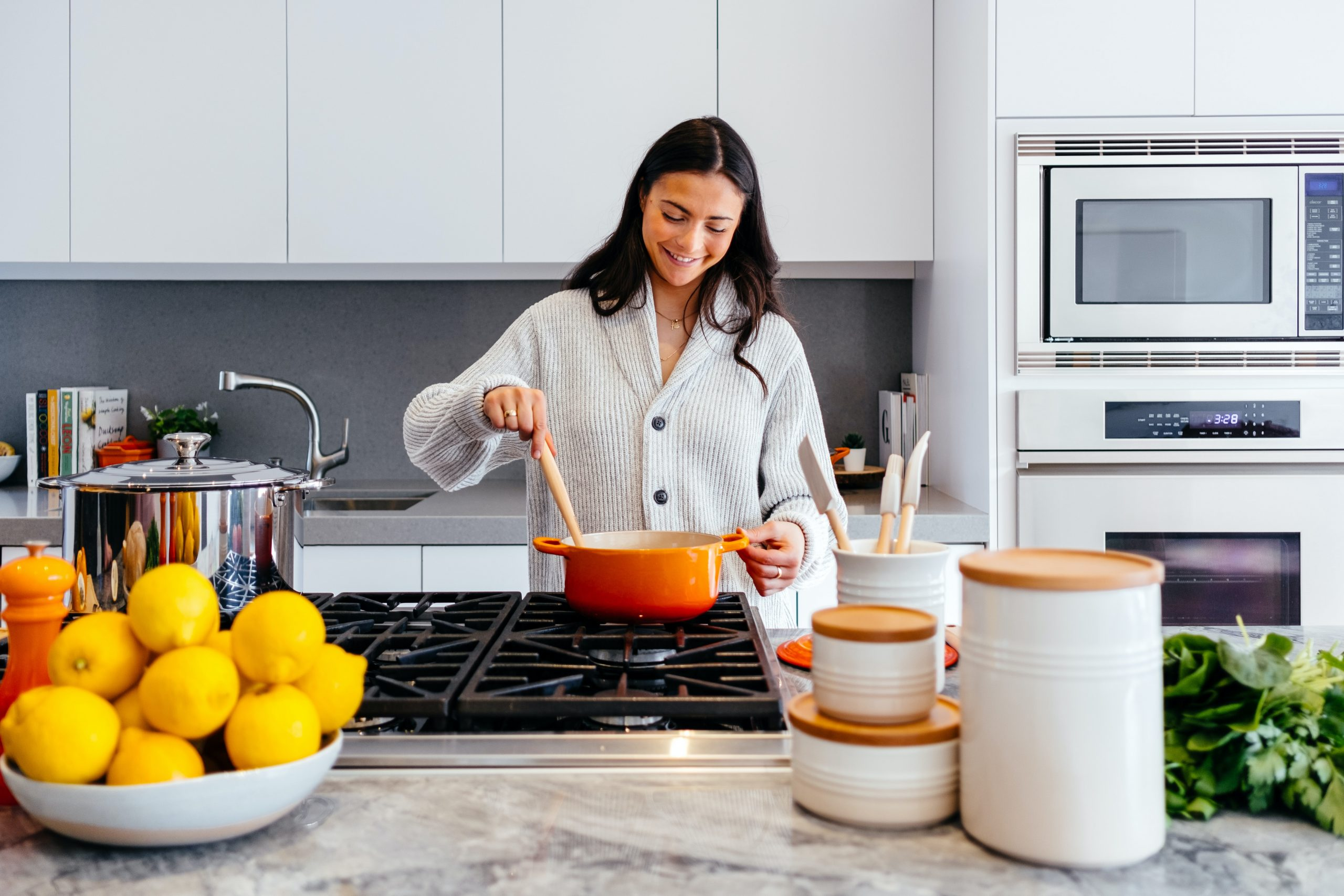 Ktoré spotrebiče sú v kuchyni nápomocné a ktoré len berú miesto